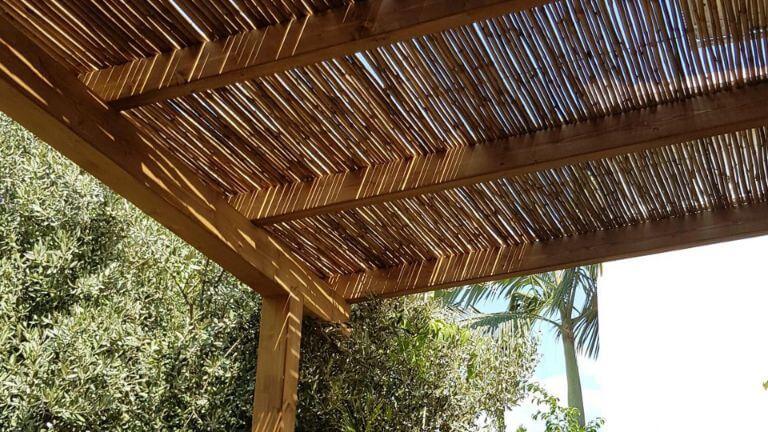 בניית פרגולה כפרית למרפסת