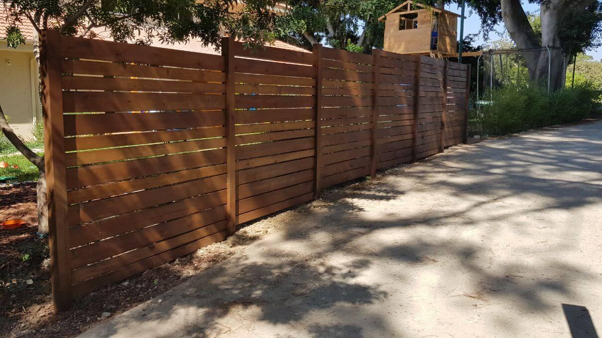 גדר עץ גוון איפאה